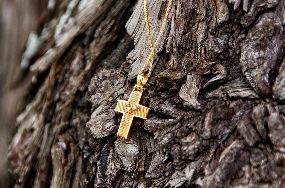Φωτογράφιση βάπτισης Λάρισας σταυρός